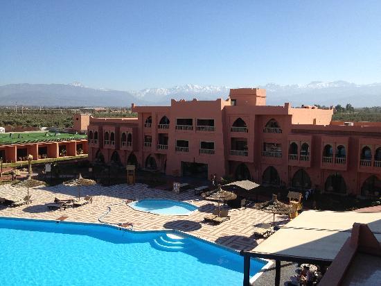 Be Live Family Aqua Fun Marrakech: Anlage mit Atlasgebirge im Hintergrund