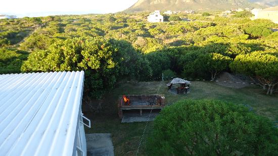 Aire del Mar Guest House: The brai and backyard