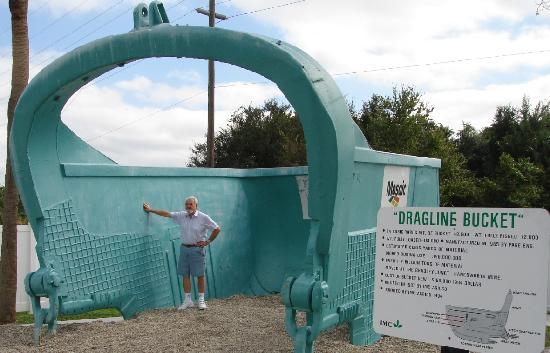 Mulberry Phosphate Museum: 2. The dragline bucket is huge!