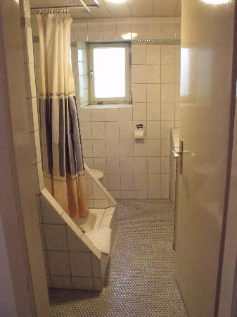Hotel Raidel: Private bathroom