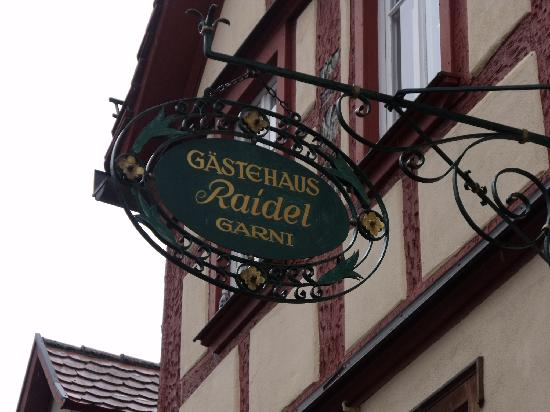 Hotel Raidel: Sign above door