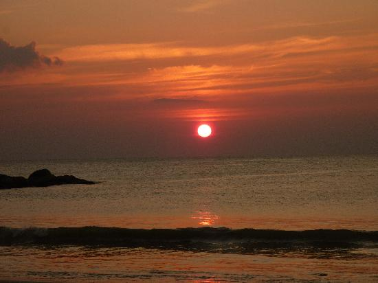 Nang Thong Bay Resort : Stunning Sunsets