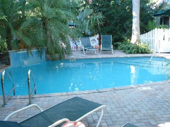 Garden area picture of tropical inn key west tripadvisor for Garden pool west allis