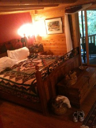 Good Timber Bed and Breakfast : buffalo run room