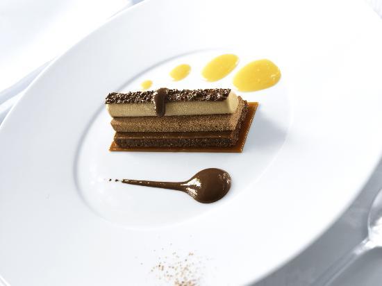 Belmond Le Manoir aux Quat'Saisons : Araguani chocolate sabayon, crunchy praline