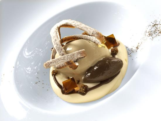 Belmond Le Manoir aux Quat'Saisons : Tiramisu flavours, cocoa sauce and coffee bean ice-cream 2