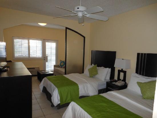 Ports of Call Resort: Deluxe Double Junior Suite