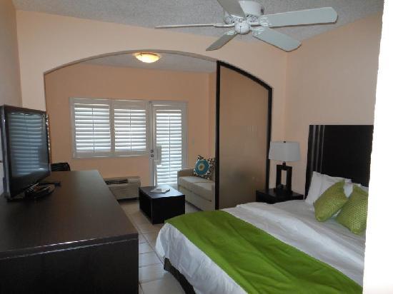 Ports of Call Resort: Deluxe King Junior Suite