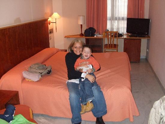 Onix Fira Hotel: Letto veramente grande!!!!!!