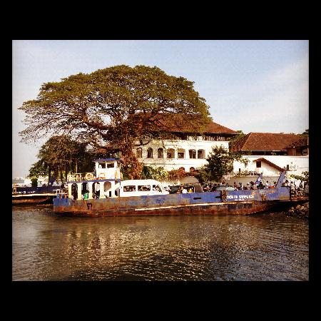 La Dame Rouge: Fort Cochin