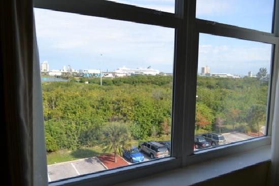 Country Inn & Suites By Carlson, Port Canaveral: view from window of port