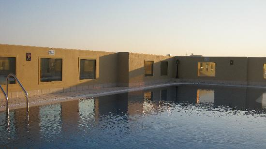 Corp Executive Hotel Doha Suites: roof top pool
