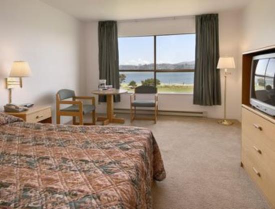 Alsi Resort: Bay view guest room