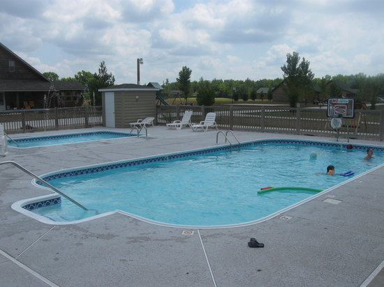 Shelbyville, IL: pools