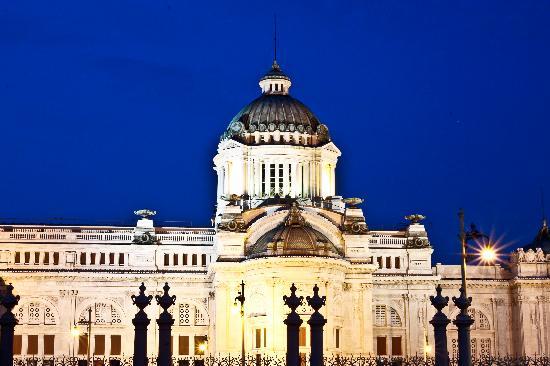 "Ananta Samakhom Throne Hall: ""The Royal Palace in Royal Blue Sky"""