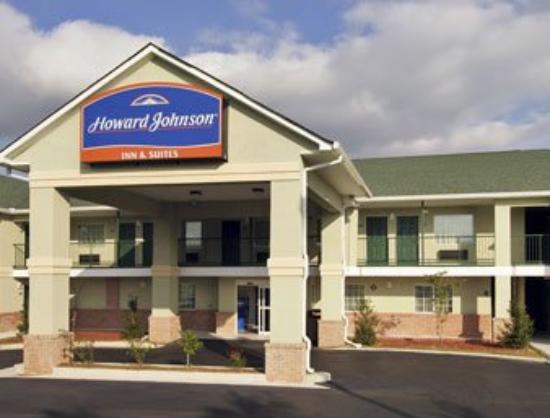 Magnolia Bay Hotel & Suites - Jonesboro: Welcome to Howard Johnson, Jonesboro