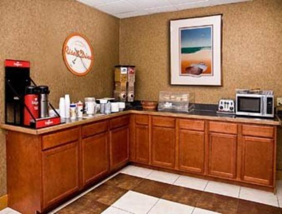 Budget Inn of DeLand: Breakfast Area