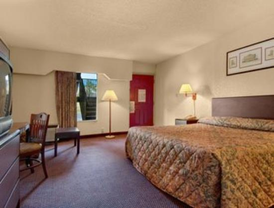Photo of Howard Johnson Inn & Suites Marietta