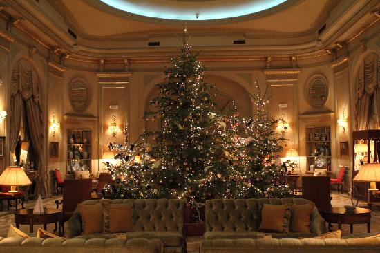 El Palace Hotel: Lobby at christmas