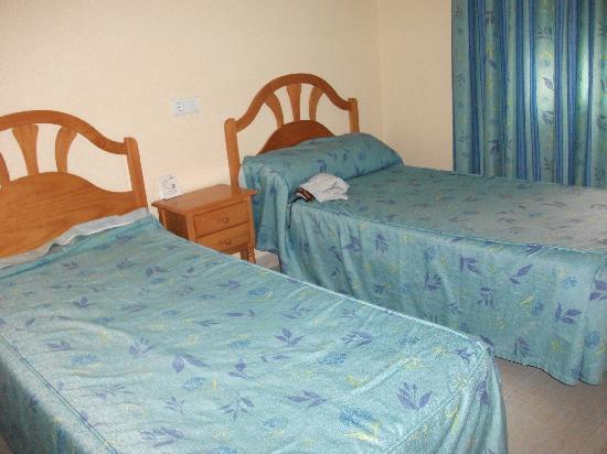 Apartamentos Avenida: Bedroom Room 110