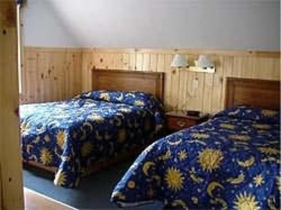إن باي ذا ريفر: Carriage House Bedroom