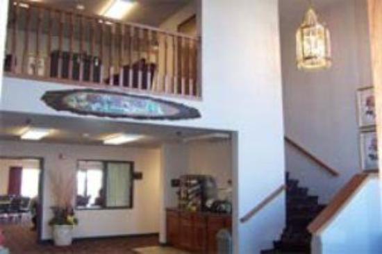 De Smet Super Deluxe Inn & Suites: Lobby