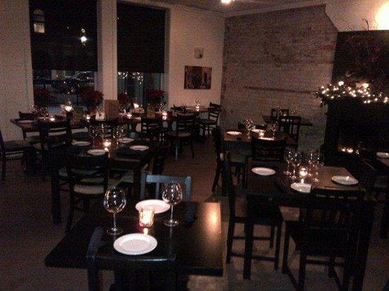 Cork Restaurant : Warm Atmosphere
