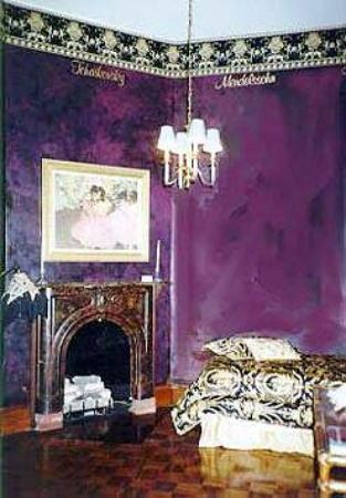Renaissance Gallery & Towers: Guest Room