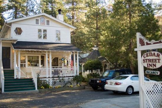 Cedar Lodge: Exterior