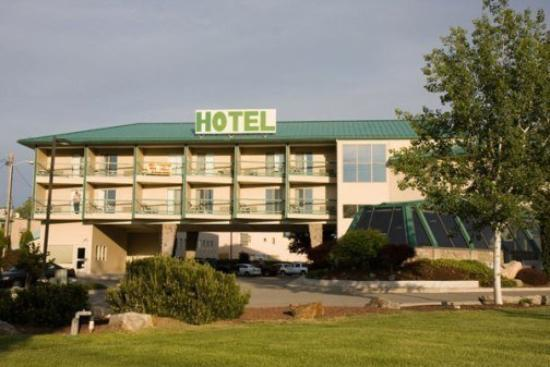Cedars Inn Hotel: Exterior