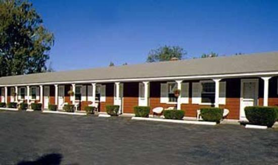 Pride Motel & Cottages: Exterior