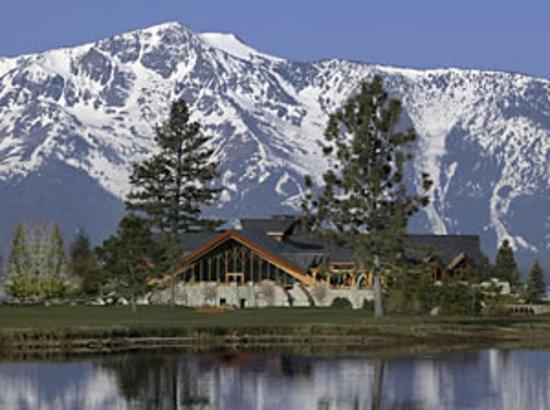 Brooks' Bar & Deck at Edgewood Tahoe : The Edgewood Tahoe Clubhouse