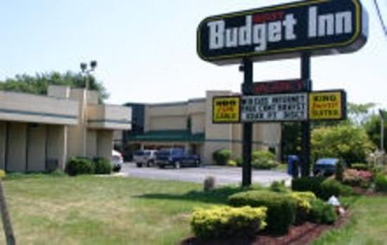Budget Host Inn: Exterior