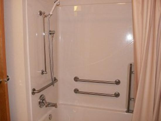 Express Inn and Suites: Shower