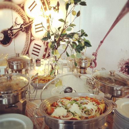 Paraiso Express Hotel: Desayuno Buffet: Fruta fresca, Pan de dulce, cereales, yogurt, huevos al gusto,