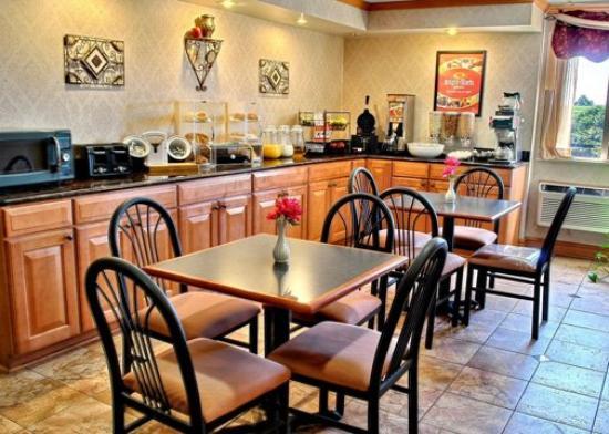 Econo Lodge: PABreakfast Area