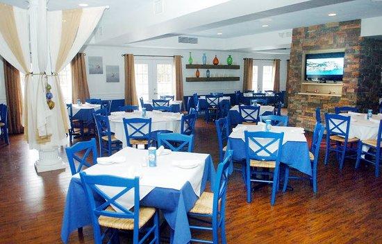 Yianni's Taverna: The main dining room