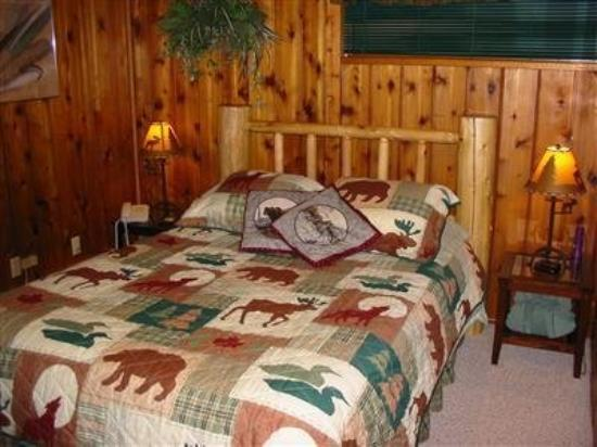Jewel Lake Bed & Breakfast: Guest Room