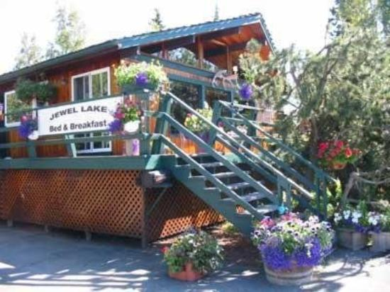 Jewel Lake Bed & Breakfast: Exterior Porch