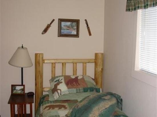 Jewel Lake Bed & Breakfast: Guest Room