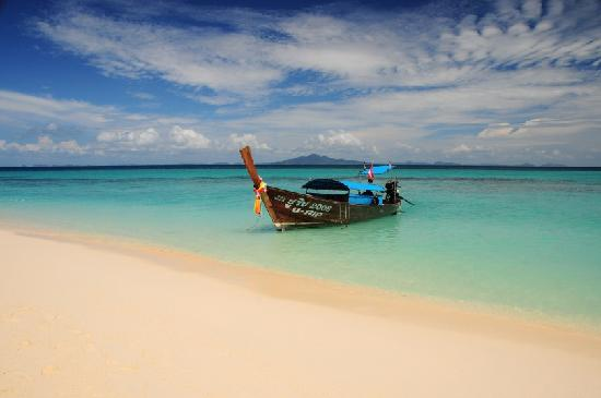 เกาะพีพีดอน, ไทย: Another beautiful island the boat stops at on route to phi phi island