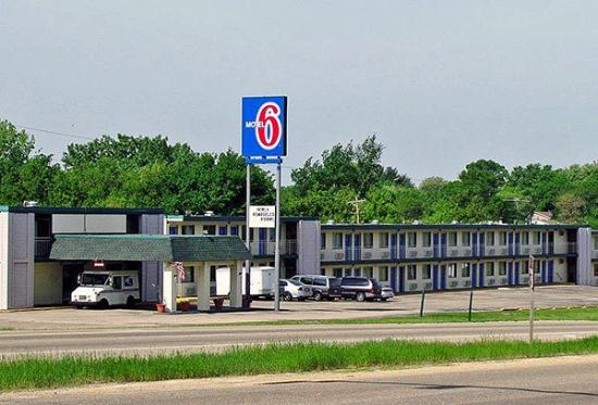 Motel 6 Dubuque: Exterior