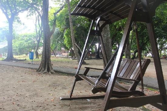 Pulau Ayer Resort & Cottages : Best spot to see Jakarta night view on evening