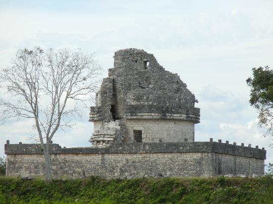 Cancun Fun Tours : Observatory Temple.