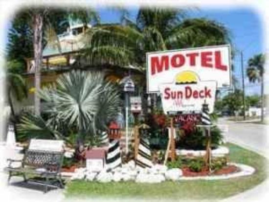 Sun Deck Inn & Suites: Exterior