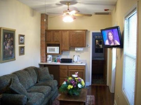 American Creole House Corporate Suites: GUEST ROOM