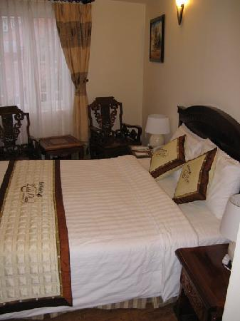 Dalat Plaza Hotel: Our room with double bed