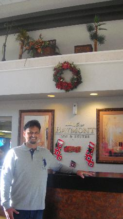 Baymont Inn & Suites Tampa Near Busch Gardens: me in the lobby area