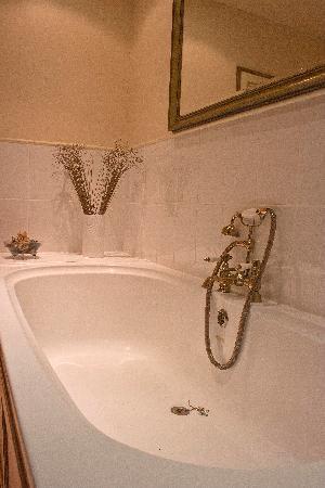 Tir Twyn Farm : lux bathroom