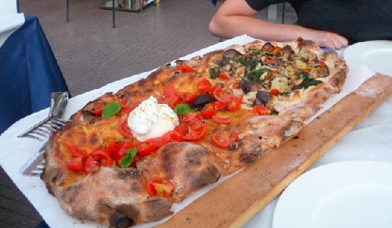 La più piccola pizza possibile, con due diverse farciture